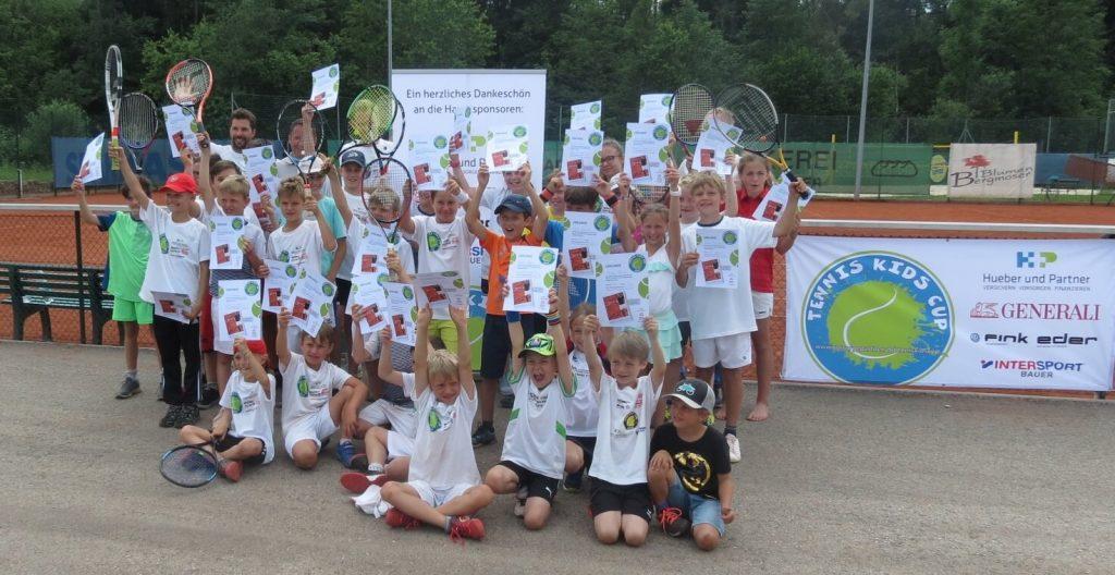 Auf dem Bild sieht man die Kinder mit den Urkunden nach dem Kids Cup 2019 in Frankenmarkt